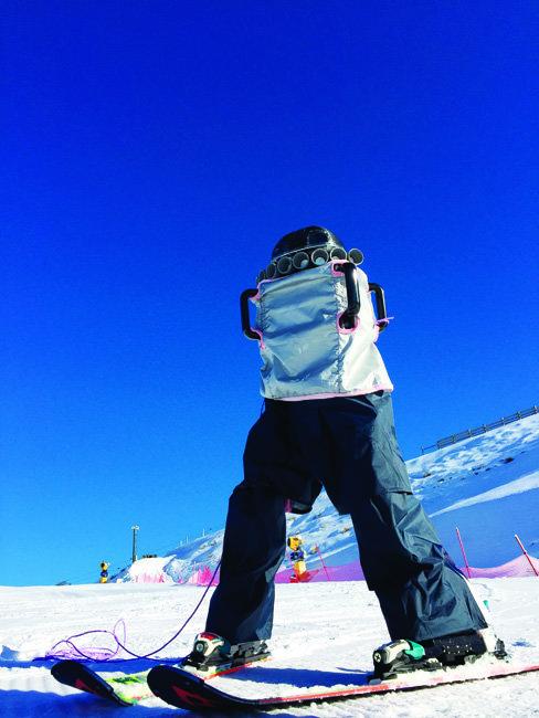 한양대팀이 개발한 스키 로봇 다이애나. 8월 뉴질 랜드로 '전지 훈련'을 갔을때 촬영한 사진이다. [사진 제공 · 엄윤설]