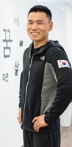 2년 전 태극마크를 단 신의현 선수는 평창동계패럴림픽 금메달 유망주로 손꼽히고 있다. [홍태식 기자]