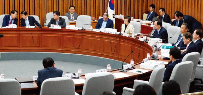 2017년 9월 20일 국회에서 열린 헌법개정특별위원회 전체회의 모습. [뉴스1]