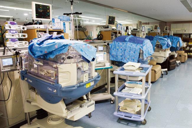 미숙아와 신생아중환자가 집중치료를 받는 서울대병원 NICU. [조영철 기자]