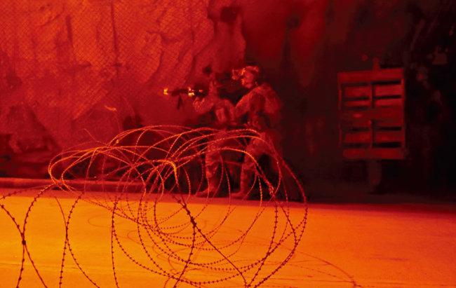 주한미군 병사들이 경기 의정부 미군기지 캠프 스탠리에서 땅굴 전투 훈련을 실시하고 있다. [주한미군]