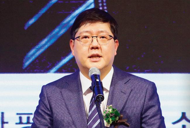 지난해 12월 19일 김홍걸 더불어민주당 국민통합위원장이 민족화해협력범국민협의회 대표 상임의장에 취임했다. [뉴시스]