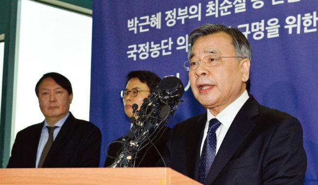 박영수 특별검사가 지난해 3월 6일 오후 서울 강남구 대치동 특검 기자실에서 최종 수사 결과와 성과를 발표하고 있다. [뉴시스]