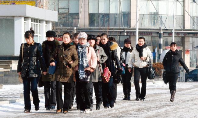 중국 단둥에서 일하는 북한 여성 노동자들. [동아일보 윤완준 기자]
