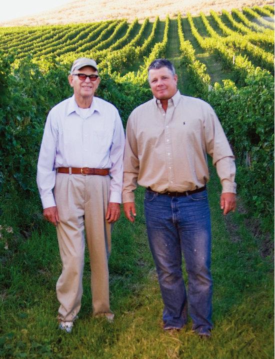 '파워스' 와이너리를 설립한 빌 파워스(왼쪽)와 아들 그레그. [사진 제공 · ㈜비니더스코리아]