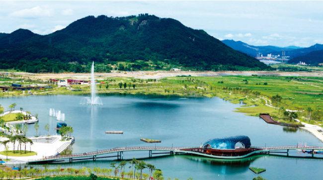 2015년 정비가 완료된 세종호수공원은 세종시의 랜드마크로 자리 잡았다. [행정중심복합도시건설청 홈페이지]