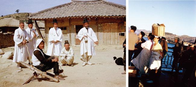 마을 어르신들.(왼쪽) 도개교(跳開橋)인 부산 영도다리가 내려오길 기다리는 사람들. [클리퍼드 스트로버스]