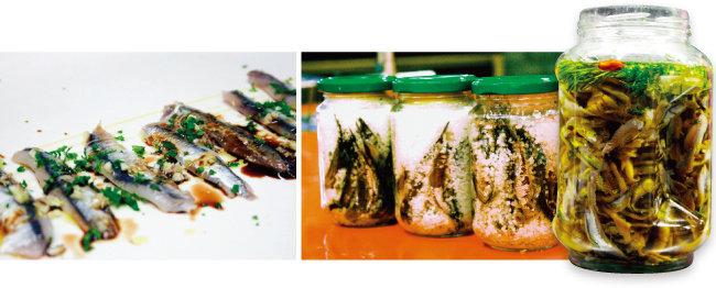 마늘, 레몬즙, 허브와 곁들여 먹는 안초비(왼쪽). 안초비는 소금에 숙성시킨 멸치를 허브 오일에 담가 만든다.