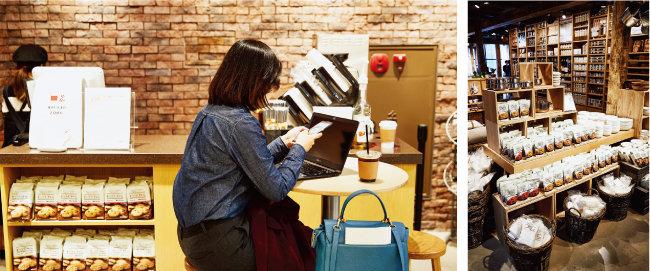 매장 1층에서는 커피를 2000원에 판매하고 있다. [홍중식 기자]