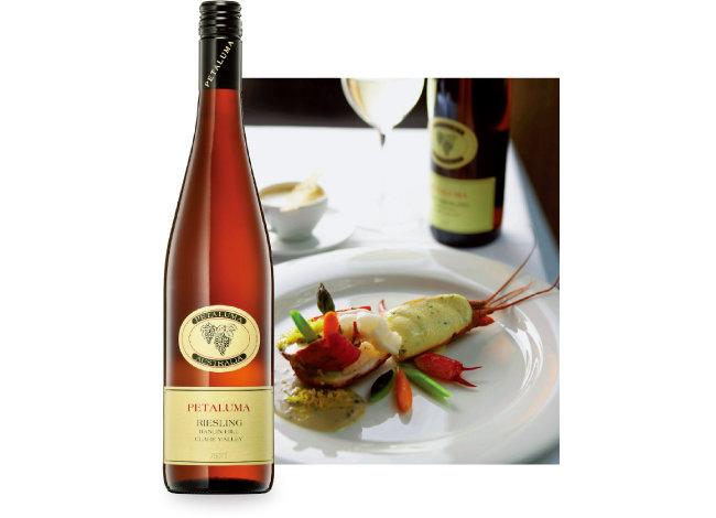 해산물 요리와 잘 어울리는 한린 힐 리슬링 와인. [사진 제공 · 아콜레이드 와인즈 코리아]