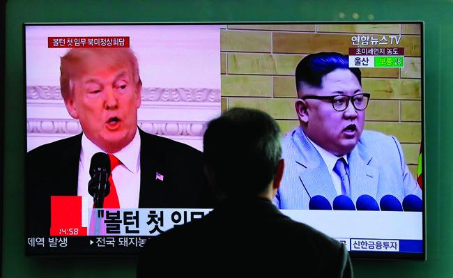 4월 10일 김정은 북한 국무위원회 위원장은 조선노동당 중앙위원회 정치국 회의에서 처음으로 북·미 정상회담을 언급했다. [사진 제공=뉴시스]