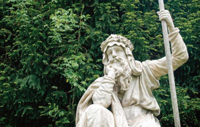 영국 중남부 우스터에 위치한 크룸국립공원 내 드루이드 조각상. [사진 제공 · 픽사베이]