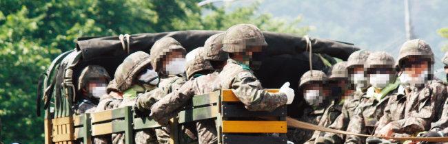 일부 남성들은 군입대 등 남성이 역차별 당하고 있다는 주장을 펴기도 한다.