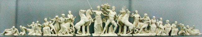 아테네 수호신 자리를 놓고 지혜의 여신 아테나와 바다의 신 포세이돈의 대립을 형상화한 조각품. 파르테논 신전 조각품을 복원한 것이다. [사진 제공 · 푸른역사]