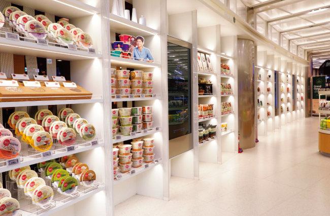 '올리브 그로서리'에서는 햇반, 비비고, 고메, 백설의 브랜드 스토리와 제품을 만날 수 있다.
