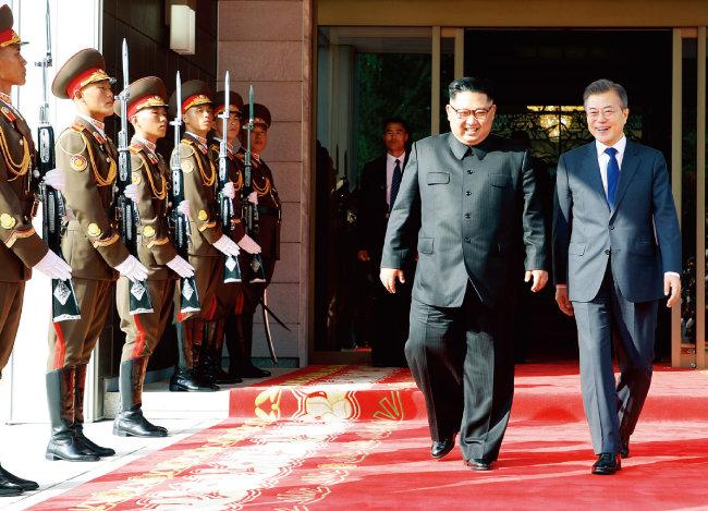 도널드 트럼프 미국 대통령이 북·미 정상회담 거부를 밝혔을 때 김정은 북한 국무위원장은 문재인 대통령을 통일각으로 초청해 북·미 정상회담 재개를 요청했다. [뉴시스]