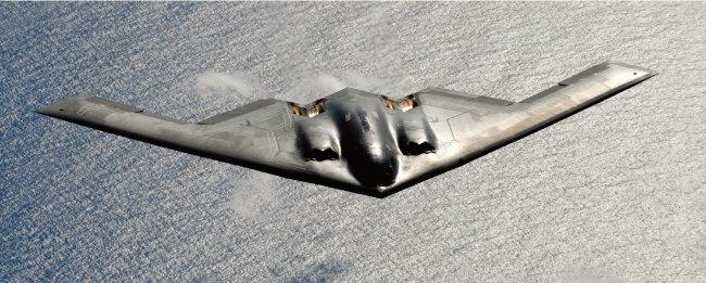 한국으로 날아온 B-2 전략폭격기. 이 폭격기는 미국 인도태평양사령부의 통제를 받는다. 북한의 핵·미사일 공격 가능성이 높아지면서 인도태평양사가 연합사와 상관없이 미사일 대응전을 연습하는 빈도가 높아졌다. [뉴시스]