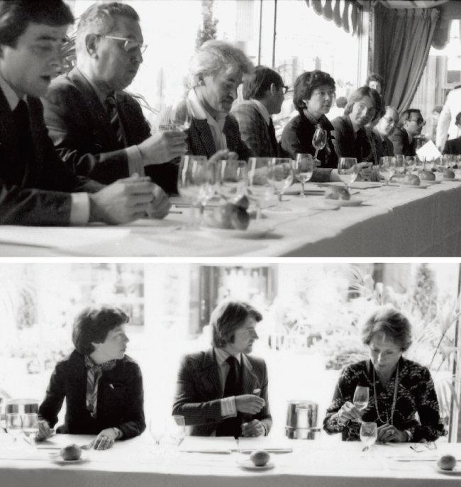 1976년 프랑스 파리에서 나파 밸리 와인과 프랑스 와인을 블라인드 테이스팅하고 있는 심사위원들(위). '파리의 심판'을 기획한 사람들로 가운데가 스티븐 스퍼리어다. [사진 제공 · 나라셀라㈜]