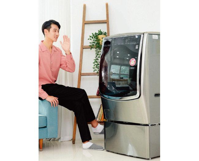 미국 행정부는 1월 한국산 세탁기에 긴급수입제한 조치인 세이프가드를 발동했다. 사진은 LG전자가 최근 출시한 인공지능 플랫폼 '딥씽큐(Deep ThinQ)'를 탑재한 신제품 'LG 트롬 씽큐 드럼세탁기'(사진은 기사 내용과 관계없음). [사진 제공 · LG전자]
