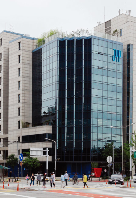 6월 말 JYP엔터테인먼트는 서울 강동구 성내동에 신사옥을 마련해 이전했다. [박해윤 기자]