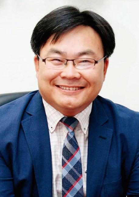 박사학위를 따려고 한국에 들어왔다 사업을 시작해 한중무역협회를 이끌게 된 김용선 회장. [김용선]