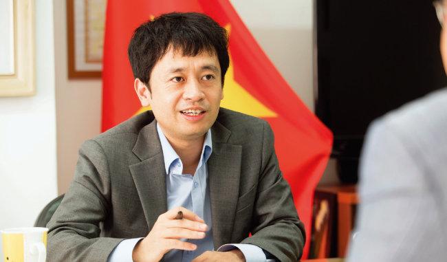 팜 칵 뚜엔 주한 베트남 대사관 상무관.