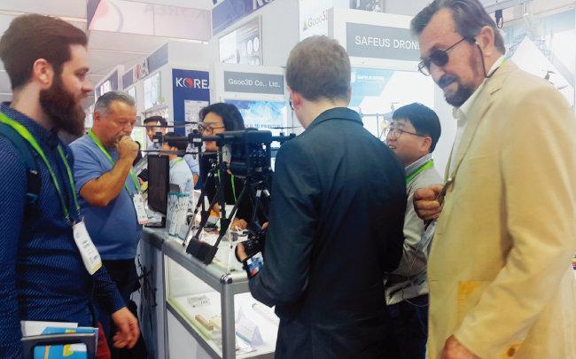 세이프어스드론은 1월 미국 라스베이거스에서 열린 국제전자제품박람회(CES)에 참가해 각국 언론의 주목을 받았다. [사진 제공·세이프어스드론]