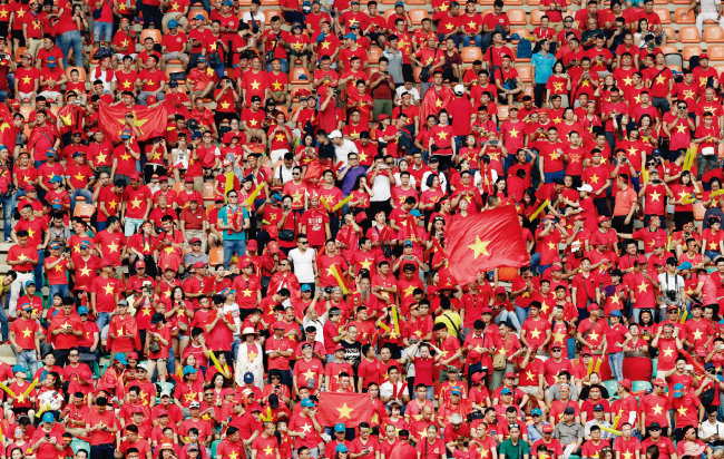 8월 29일 베트남과 한국의 준결승전을 보기 위해 경기장을 찾은 베트남 응원단. [뉴스1]