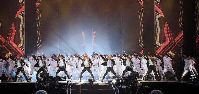 8월 26일 서울 잠실종합운동장 주경기장에서 열린 BTS WORLD TOUR 'Love Yourself' 서울 공연. [사진 제공 · 빅히트]