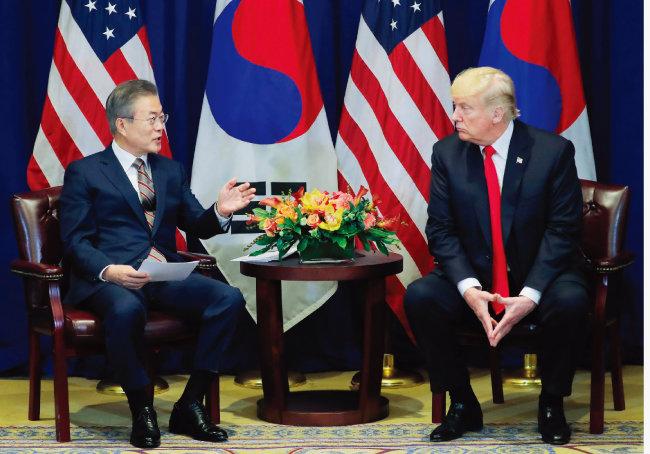 평양 남북정상회담에서 김정은 국무위원장이 거론한 구두 약속을 전달하기 위해 미국에서 트럼프 대통령을 만난 문재인 대통령. [동아DB]