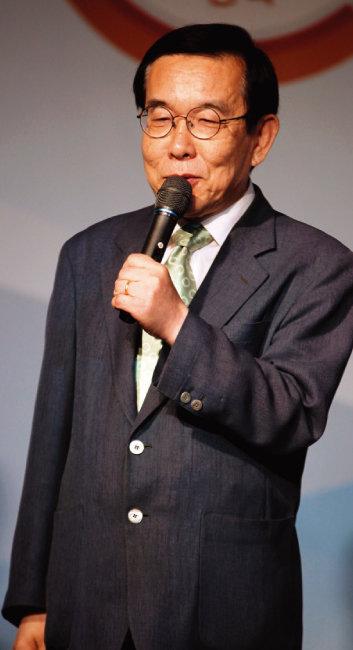 한국기원 상임이사이자 시니어기사회장인 노영하 9단은 최근 홍석현 한국기원 총재에게 보내는 서한을 공개해 기원 행정의 난맥상을 비판했다. [동아DB]