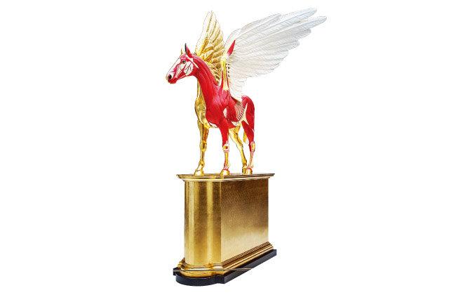 데이미언 허스트의 'Golden Legend'. 그리스 신화에 나오는 날개 달린 말 페가수스를 형상화한 작품이다.