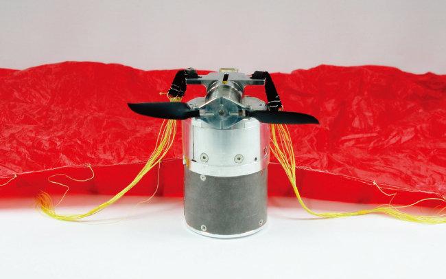 풍산이 개발 중인 '관측탄'은 초경량 낙하장비에 카메라, 원격영상시스템 등을 탑재해 실시간으로 표적을 관측한 뒤 부착된 자탄으로 공격도 할 수 있는 신개념 탄약이다. [사진 제공 · 풍산]
