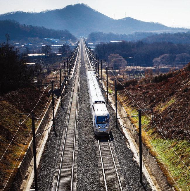 현대로템이 제작하고 양산한 SRT 열차. [사진 제공 · 현대로템]