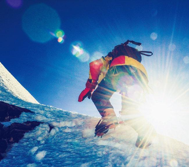 전문 등산가라 해도 해발 8000m 이상의 산을 오르는 일은 위험하다. [shutterstock]