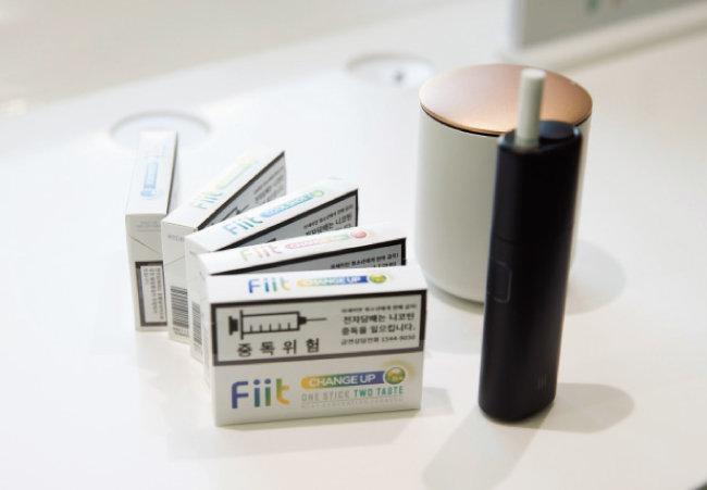 '릴 플러스' 기기와 전용 담배인 '핏' 시리즈.