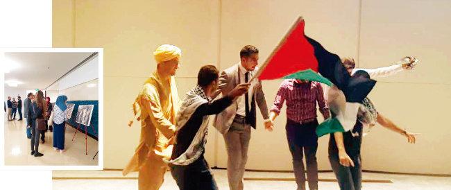 11월 29일 카타르 도하인스티튜트 강당에서 열린 '세계 팔레스타인 연대의 날' 기념행사에서 학생들이 전통 음악에 맞춰 춤을 추고 있다. 이날 행사에선 이스라엘 점령 전 팔레스타인인의 일상을 닮은 사진전도 함께 열렸다(왼쪽). [이세형 동아일보 기자]