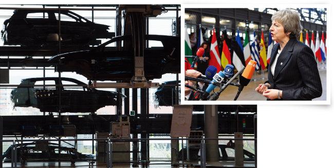 테리사 메이 영국 총리(위). 독일과 프랑스 등 유럽 자동차 생산업체도 미·중 무역전쟁의 영향을 크게 받았다. [뉴시스]