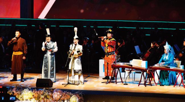 몽골팀이 유목민 특유의 전통문화를 선보이고 있다. 몽골의 전통창법인 '후미'는 유네스코 인류무형문화유산에 등재돼 있다.
