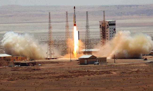 이란이 시모르그 로켓을 시험발사하고 있다. [이란우주국(ISA) 홈페이지]