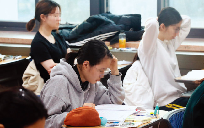 2018년 11월 15일 서울 중구 이화여고 수능 고사장에서 수험생들이 2019학년도 대학수학능력시험을 앞두고 있다. [동아일보]