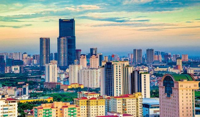 베트남 수도 하노이에 고층빌딩들이 빼곡하게 들어선 모습. [위키피디아]