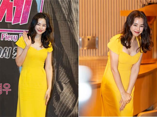 2월 15일 열린 드라마 '열혈사제' 제작발표회에서 이하늬가 인사하고 있다.