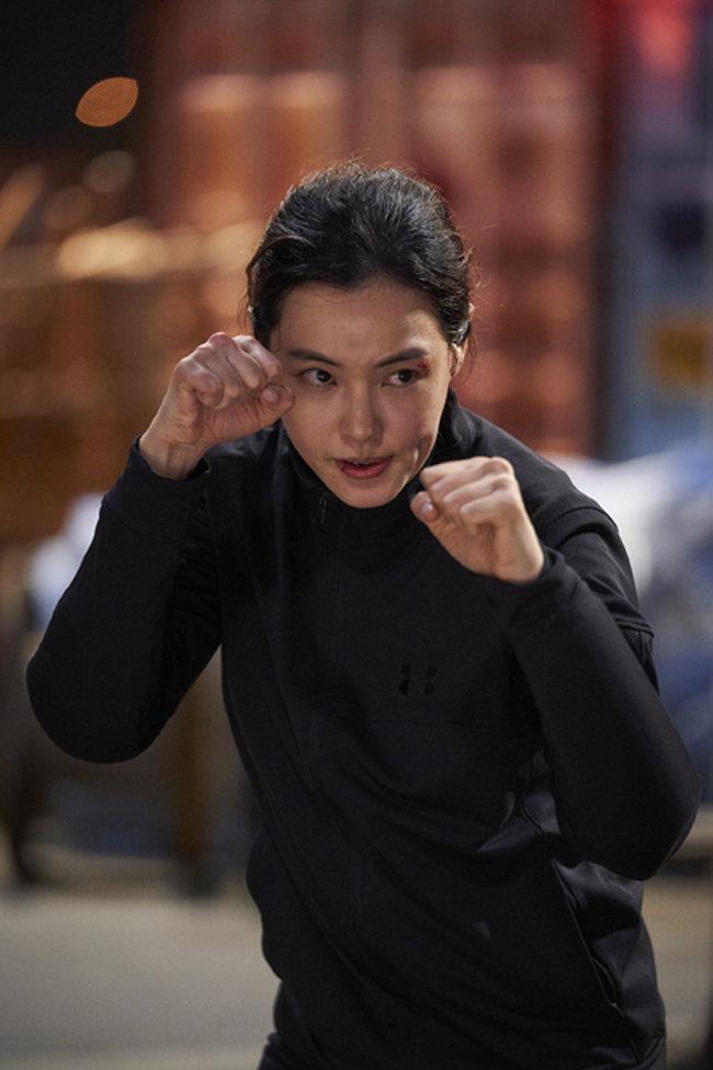 이하늬가 무에타이 동양 챔피언 출신의 형사로 출연한 영화 '극한직업'.