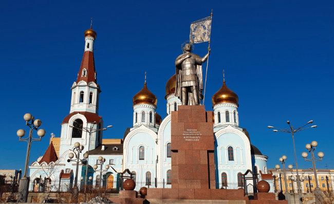 치타역 앞에 있는 러시아정교회 사원.