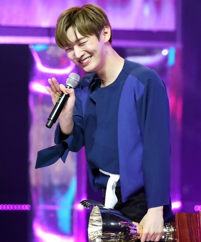 윤지성이 2018년 6월 13일 MBC 뮤직의 '쇼 챔피언
