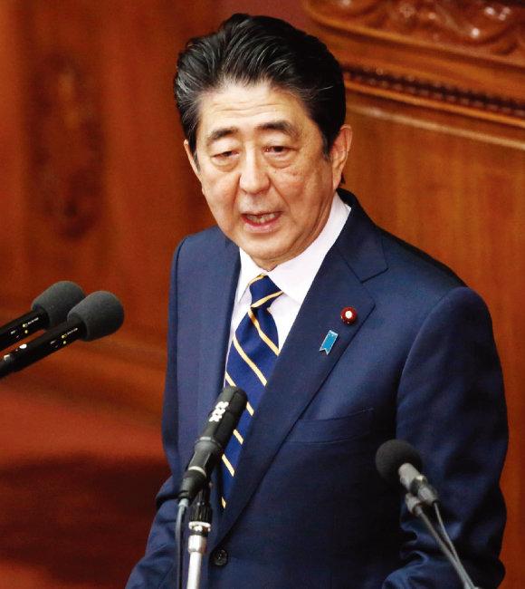 일본 정부는 2월 17일 아베 신조 일본 총리가 노벨평화상 후보로 도널드 트럼프 미국 대통령을 추천한 것은 사실이라고 공식 확인했다. [뉴시스]