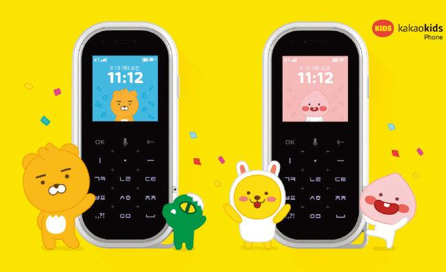 알뜰폰 사업자 가운데 카카오의 자회사 핀플레이에서 출시한 '카카오키즈폰'은 전면부 절반이 숫자 버튼으로 채워진 2G폰 형태다. [핀플레이 홈페이지 캡처]