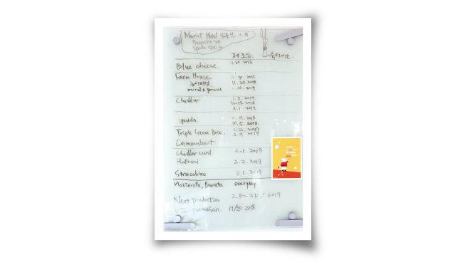 꼼꼼히 기록되는 '치즈플로'의  치즈 생산 일정. [사진 제공·김민경]