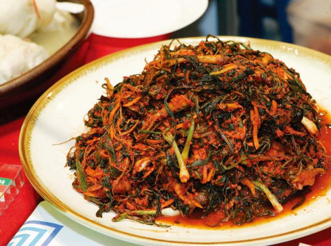 인삼과 맛이 비슷하다고 해 '인삼김치'로도 불리는 '고들빼기김치'는 순천을 대표하는 음식 가운데 하나다. [동아DB]